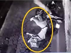 Clip: Nam thanh niên tông cực mạnh vào nhà dân, chết ngay tại chỗ