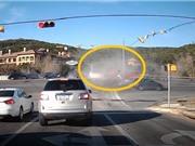 CLIP NHỮNG TAI NẠN GHÊ RỢN NHẤT TUẦN: Ôtô bị xe ben kéo xuống vực, xe khách ép nhau kinh hoàng