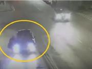 Clip: Kinh hoàng xe hơi mất lái, đâm người đi đường