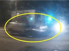 Clip: Ôtô tông nhau ở ngã tư, 2 tài xế nhập viện