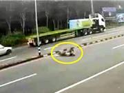 Clip: Gặp tai nạn thảm khốc vì chạy môtô với tốc độ kinh hoàng