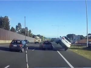 Clip: Xe hơi gặp tai nạn vì… phóng nhanh