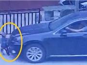 Clip: Đứa trẻ lọt gầm ô tô thoát chết thần kỳ