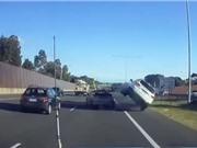 CLIP HOT NHẤT TRONG NGÀY: Ôtô gây tai nạn nghiêm trọng, suýt chết vì bị trăn cắn vào mặt