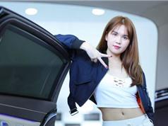 """XE """"HOT"""" NHẤT TRONG NGÀY: Ngọc Trinh khoe dáng bên siêu xe Mercedes-Maybach S500 gần 11 tỷ đồng"""