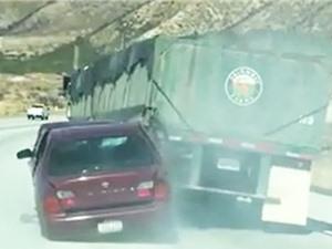Clip: Ghê rợn cảnh Nissan Maxima bị xe tải kéo lê 6 km