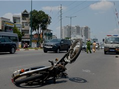 CLIP HOT NHẤT TRONG NGÀY: Ôtô tông xe máy văng gần 100m, thanh niên 1 mình lái 2 xe máy