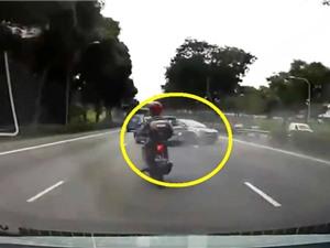 Clip: Xe Mazda gây tai nạn lãng xẹt