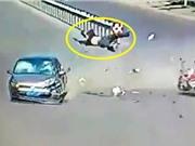 Clip: Ôtô tông xe 3 bánh, tài xế nhào lộn trên không