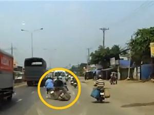 Clip: Xe máy phóng nhanh vượt ẩu, gây tai nạn rồi bỏ chạy trên phố Sài Gòn