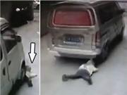 Thoát chết kì diệu dưới gầm xe container, ô tô đấu đầu như phim hành động