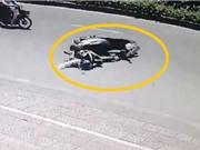 Clip: Phẫn nộ cảnh lấy cắp điện thoại của người phụ nữ bị tai nạn