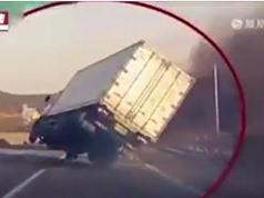 Clip: Hãi hùng cảnh xe tải lạng lách như phim hành động