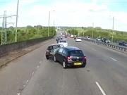 Clip: Xe hơi gây tai nạn vì… tài xế ngủ gật