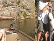 Clip: Cần thủ vớ bẫm khi thả câu ở khúc sông vắng