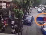CLIP HOT NHẤT TRONG NGÀY: Gây tai nạn thảm khốc vì chạy quá tốc độ, mẹ khiến con suýt mất mạng