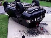 """Clip: Nhận """"cái kết đắng"""" vì trổ tài điều khiển xe Range Rover"""