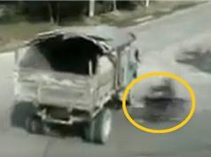 Clip: Phóng xe máy bạt mạng, nam thanh niên chết thảm dưới gầm xe tải