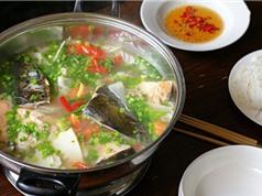 Công thức chế biến món lẩu đầu cá hồi nấu măng chua ngon tuyệt cú mèo