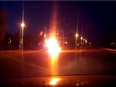 Clip: Taxi và môtô tông nhau bốc cháy, 2 người tử vong tại chỗ