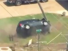 Clip: Gặp tai nạn thảm khốc vì lái xe chạy trốn cảnh sát