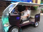 Người khuyết tật chế tạo thành công ô tô điện - xăng