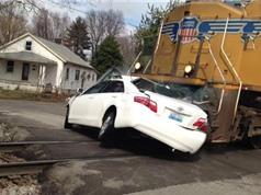 Clip: Những vụ tàu hỏa tông ôtô kinh hoàng nhất thế giới