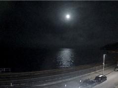 Cầu lửa kỳ bí rơi xuống vùng biển Anh