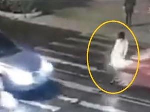 Clip: Phẫn nộ cảnh cô gái gặp tai nạn không một ai giúp đỡ
