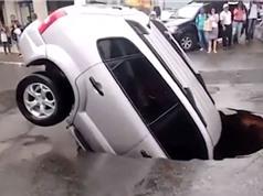 CLIP HOT NHẤT TRONG NGÀY: Ôtô dính tai nạn đáng sợ, báo xuống sông săn cá sấu