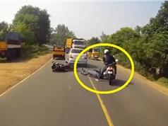 Clip: Bị ngã trên đường, biker may mắn thoát chết thần kỳ