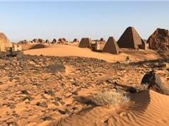"""Hàng trăm kim tự tháp """"ẩn mình"""" ở Sudan"""