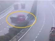 Clip: Xe tải lao sang đường ngược chiều, gây tai nạn liên hoàn