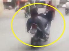 Clip: Nam thanh niên lái xe máy… bằng chân
