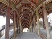 Độc đáo cây cầu ngói 500 năm tuổi hình rồng bay