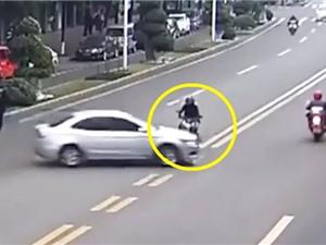 """Clip: Những tai nạn môtô khiến người xem """"lạnh sống lưng"""""""
