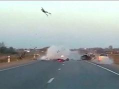 Clip: Không làm chủ được tốc độ, 2 biker gây tai nạn kinh hoàng