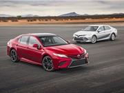Toyota công bố giá bán Camry 2018