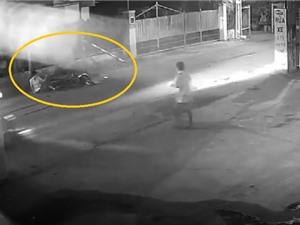 Clip: Nam thanh niên phóng xe tốc độ cao, tông vào cột biển báo giao thông