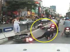 Clip: Cụ già đi bộ qua đường gây tai nạn liên hoàn