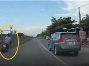"""Clip: Vượt xe Toyota Innova, thanh niên nhận """"cái kết đắng"""""""