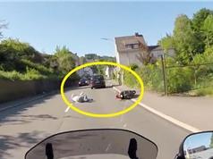Clip: Gây tai nạn, tài xế xe hơi thản nhiên bỏ chạy