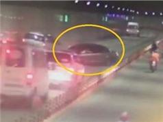 Ôtô gây tai nạn liên hoàn ở hầm Thủ Thiêm, chó chạy rông gây tai nạn thảm khốc