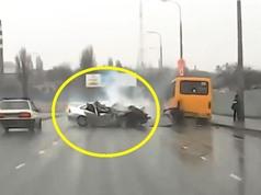 Clip: Những tai nạn ôtô nghiêm trọng trên mọi nẻo đường