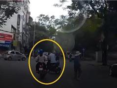 Clip: Nam thanh niên gây tai nạn vì... xi-nhan sai hướng