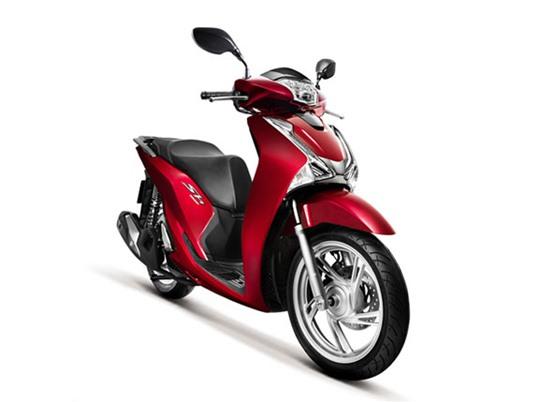 """XE """"HOT"""" NGÀY 28/6: Honda SH150i bất ngờ tăng giá, Mazda3 độ phong cách xe đua tại Nha Trang"""