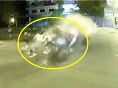 Clip: Xe bán tải tông nhau khiến 2 người chết, 11 người bị thương