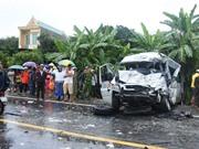 Clip: Xe khách tông nhau ở Kon Tum khiến 2 người chết, 12 người bị thương