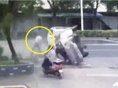 Clip: Bị ôtô văng qua đầu, người đàn ông vẫn bình an vô sự