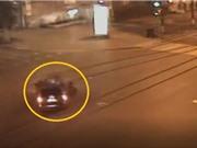 Clip: Biker phóng xe với tốc độ cực cao, gây tai nạn kinh hoàng